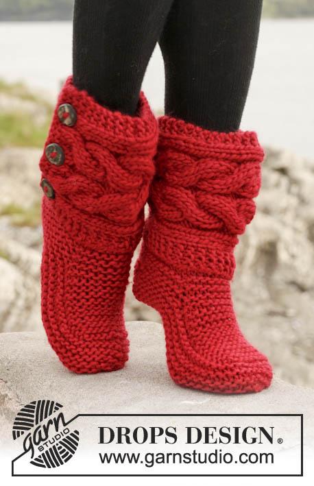 Носки, высокие слипперы, красные высокие слипперы, красные слипперы с косичками, высокие носки с косичками, тапочки вязаные, слипперы, вязание спицами, вязание для женщин, носки, идеи для подарков, идеи для подарков к Рождеству, Красные высокие слипперы с косичками, Drops