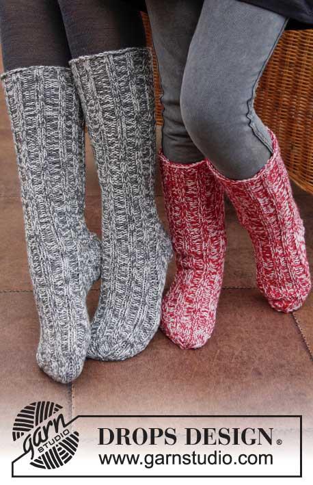 вязание спицами, вязание для женщин, вязание для мужчин, высокие носки, Носки, высокие слипперы, красные высокие слипперы, красные слипперы с косичками, высокие носки с косичками, тапочки вязаные, слипперы, вязание спицами, вязание для женщин, носки, идеи для подарков, идеи для подарков к Рождеству, Красные высокие слипперы с косичками, Drops