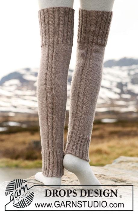 гетры, высокие гетры, вязаные гетры, как связать гетры, гетры с косой, вязание спицами, вязание для женщин, вязание для мужчин, высокие носки, Носки, высокие слипперы, красные высокие слипперы, красные слипперы с косичками, высокие носки с косичками, тапочки вязаные, слипперы, вязание спицами, вязание для женщин, носки, идеи для подарков, идеи для подарков к Рождеству, Красные высокие слипперы с косичками, Drops