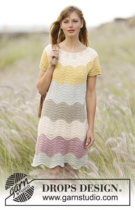 """платье , платье ажурное, платье с волнами, платье с узором """"волны"""", белое платье с ажурной каймой, летние модели, платье вязанное хлопковое, вязание для женщин, вязанное платье, вязание спицами, ажурные узоры, Drops"""