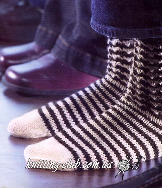 Черно – белые носки спицами, вязаные черно-белые носки спицами, вязаные черно – белые носки спицами взрослые и детские, вязаные черно – белые носки спицами для всей семьи, вязаные черно – белые носки спицами любого размера по табличным данным, вязаные носки, как связать носки, как связать полосатые носки. Вязание спицами
